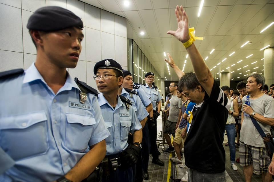 10171624_501932919943363_2960667710973544020_n  爭民主!香港學生遭警方強力清場 10171624 501932919943363 2960667710973544020 n
