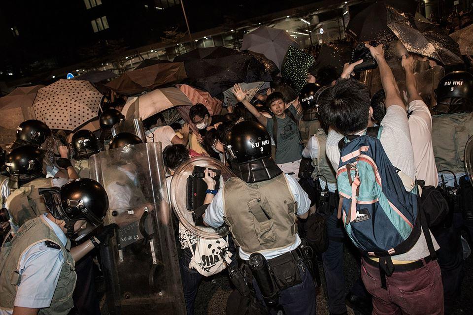 10609496_501933106610011_8415511565895406591_n  爭民主!香港學生遭警方強力清場 10609496 501933106610011 8415511565895406591 n