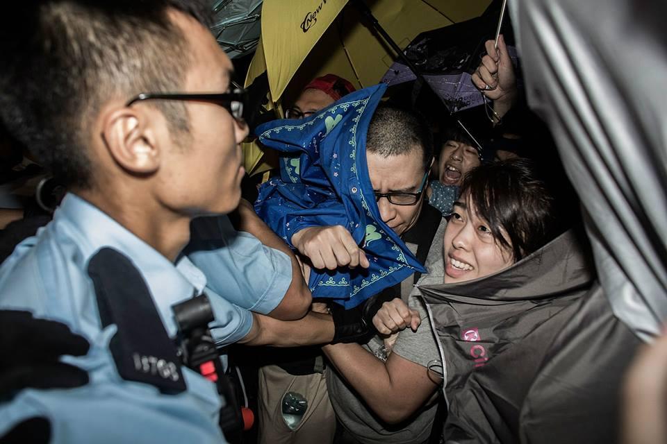 10628327_501933079943347_2043549926054386784_n  爭民主!香港學生遭警方強力清場 10628327 501933079943347 2043549926054386784 n