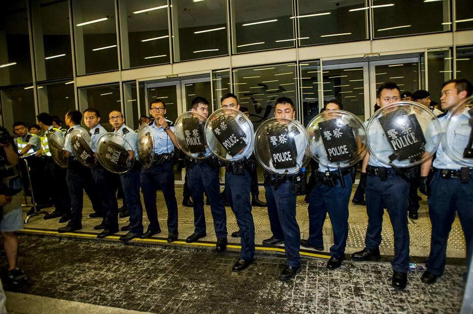 10650016_501933213276667_4919807707734729685_n  爭民主!香港學生遭警方強力清場 10650016 501933213276667 4919807707734729685 n