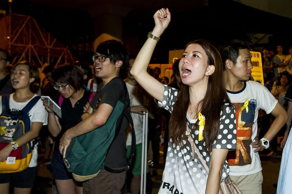 10703663_501932823276706_6836408773940267490_n  爭民主!香港學生遭警方強力清場 10703663 501932823276706 6836408773940267490 n