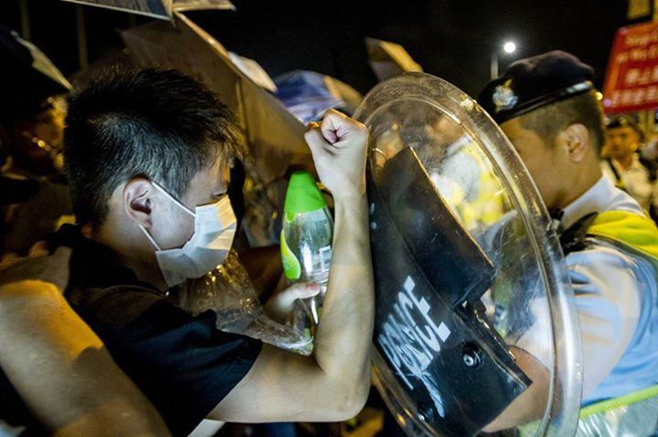 1186218_501933403276648_4242183724517984024_n[1]  爭民主!香港學生遭警方強力清場 1186218 501933403276648 4242183724517984024 n1