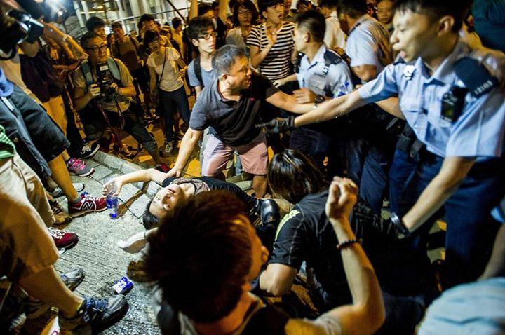 1234816_501933323276656_2374659302041230400_n[1]  爭民主!香港學生遭警方強力清場 1234816 501933323276656 2374659302041230400 n1