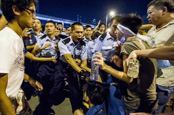 1383894_501933309943324_2896662012903771662_n[1]  爭民主!香港學生遭警方強力清場 1383894 501933309943324 2896662012903771662 n1