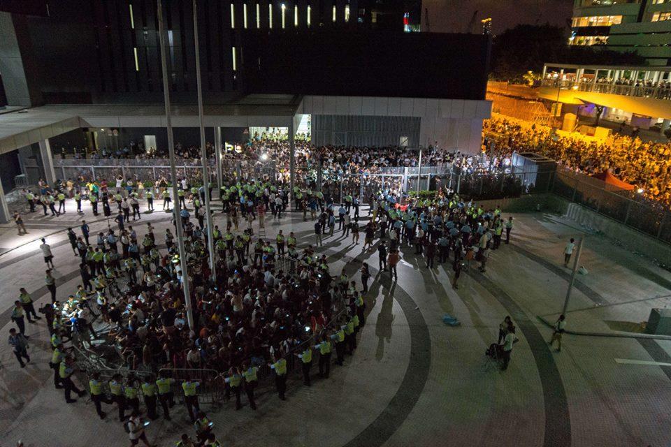 16361_501685283301460_2155120838791323574_n  爭民主!香港學生遭警方強力清場 16361 501685283301460 2155120838791323574 n