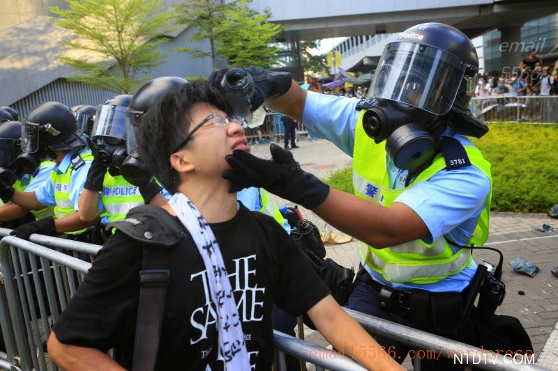 Hk-police-0928-a-pepper  爭民主!香港學生遭警方強力清場 Hk police 0928 a pepper