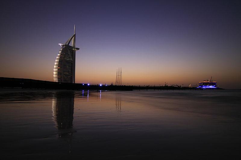800px-Burj_Al_Arab_and_360_degree_club,_Dubai,_UAE