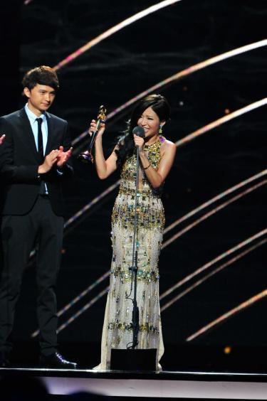 1435566176-gma26_best-taiwanese-female-singer_angie-lee 第26屆金曲獎-頒獎典禮 20150627HD 第26屆金曲獎-頒獎典禮 20150627HD 1435566176 gma26 best taiwanese female singer angie lee