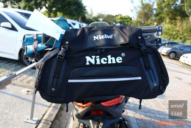 樂奇重機可變形後尾包-重機露營旅行袋-上方有可拆的袋蓋,可放置帳棚或折疊椅