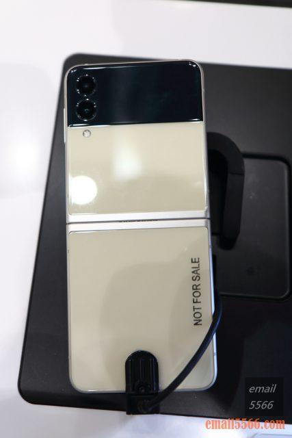 2021 三星最新旗艦摺疊Galaxy Z Fold3/Flip3 雙旗艦體驗會-Galaxy Z Flip3 隱藏式轉軸結構,內部毛刷趕走灰塵微粒