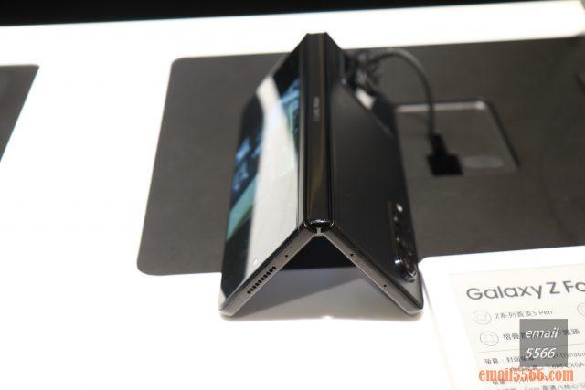 2021 三星最新旗艦摺疊Galaxy Z Fold3/Flip3 雙旗艦體驗會-Galaxy Z Fold3 不用手機架,輕鬆把手機放桌上